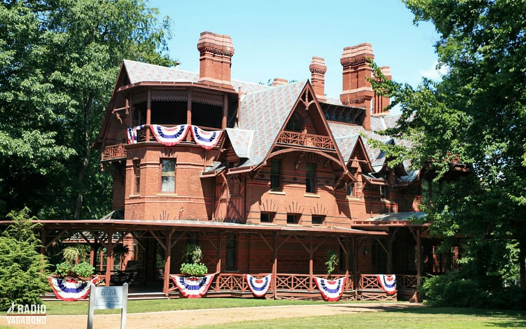 The Mark Twain house measures more than 1000 square meters' and has 25 rooms distributed through three floors.