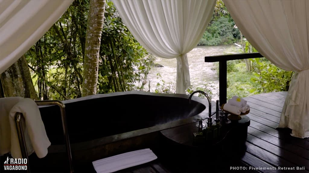 In the original suites there is a private riverside bathtub, hand-carved from a single stone.